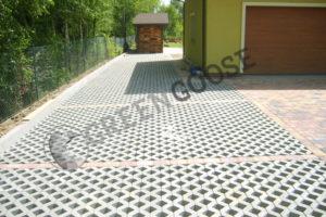 Пример применения экопарковки из газонной решетки из бетона