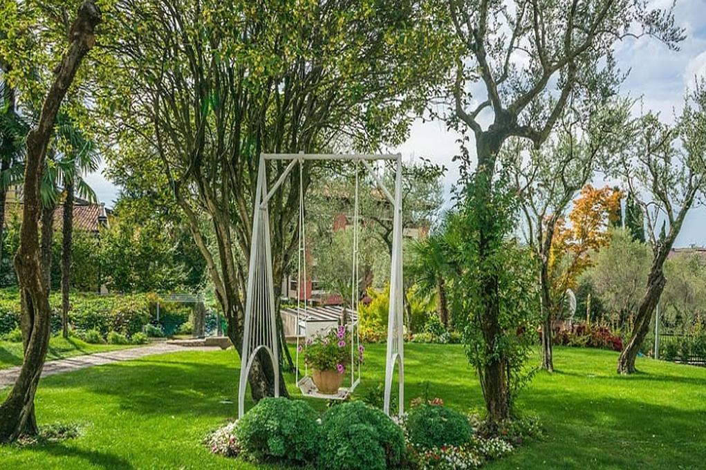 Классический итальянский сад является продолжением архитектуры здания, к которому он примыкает.